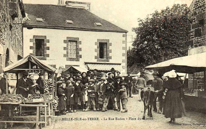 Belle Isle en Terre - Place du Marché